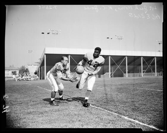 Football -- Rams rookies, 1958