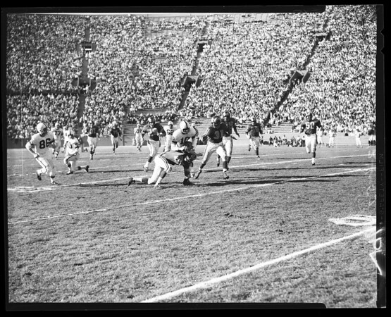 Football -- Rams versus Packers, 1957