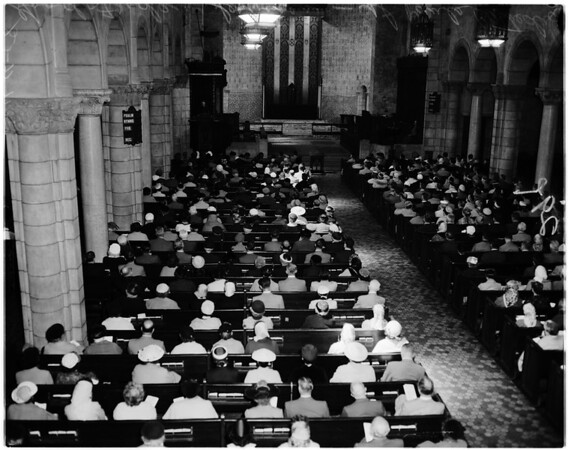 Good Friday services at Saint Paul's cathedral, 1958