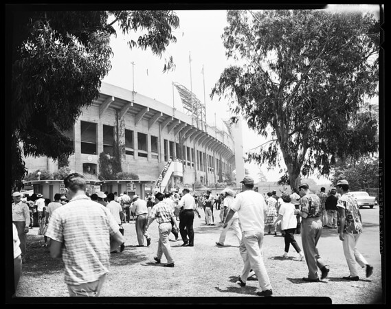 Baseball -- Dodger fans going into coliseum, 1958.