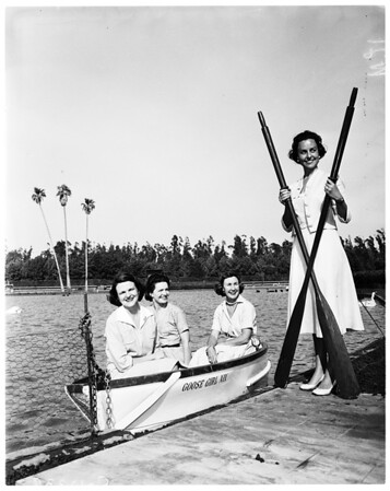 Los Angeles Junior League planning day at races, 1958