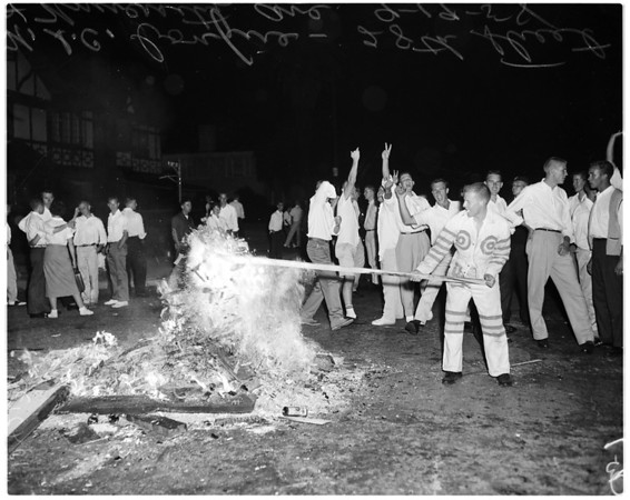 University of Southern California boys build bonfire in street, 1958