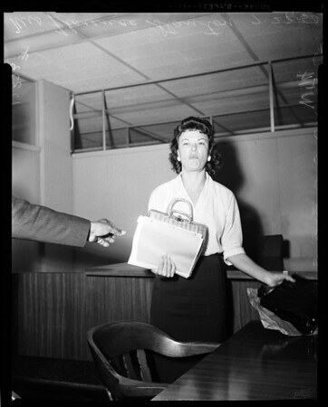 Police woman shoplifting hearing, 1958