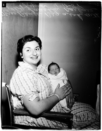 Polio mother gives birth to baby, 1958