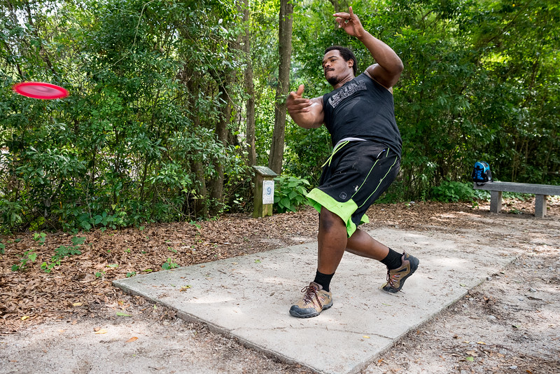 Sam Faucette plays disc golf at Earlwood park. John A. Carlos II / Special to The Free Times