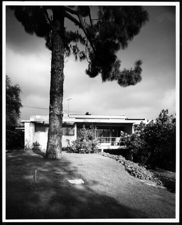 Exterior view of the Erlik House, Los Angeles, 1950