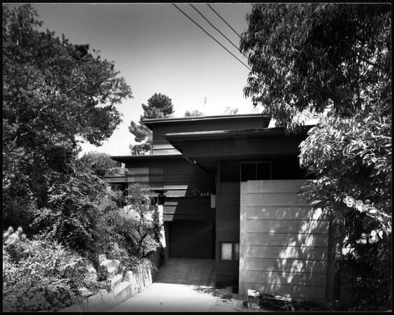 Exterior view of the J. Howe House, Los Angeles, 1925
