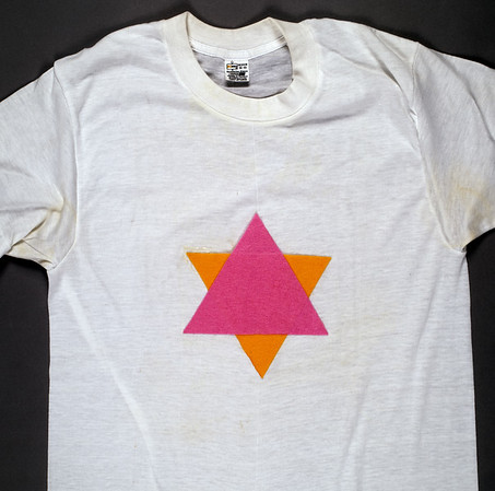 T-shirt with facsimile of concentration camp star, [s.d.]