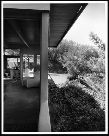 Exterior and interior view of the Daugherty Residence, Los Angeles [s.d.]