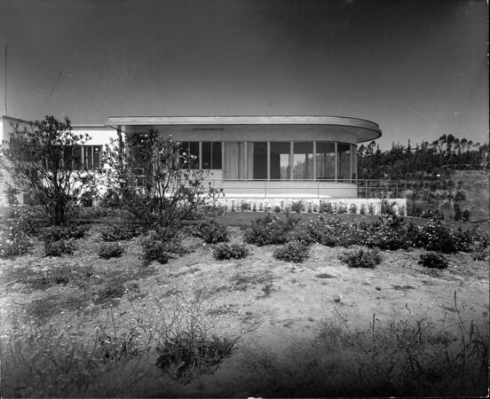 Exterior view of the Lipetz House, Los Angeles, 1936