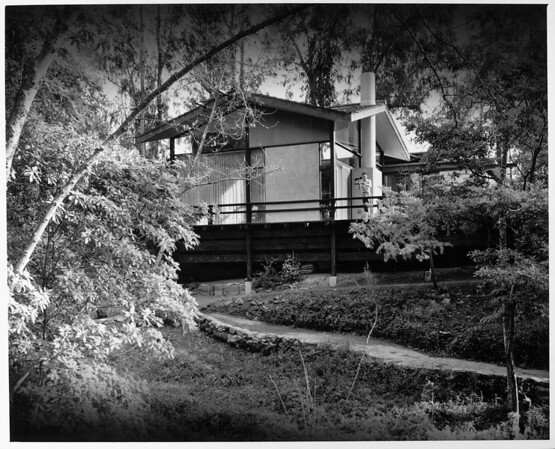 Exterior view of the Booth residence, [s.d.]