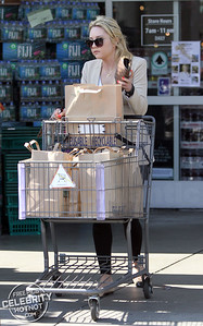 EXCLUSIVE: Amanda Bynes Shows Off Blonde Hair Shopping at Bristol Farms, LA