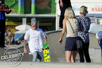 EXC: Justin Bieber Skateboarding Hiding Dyed Blonde Hair In LA