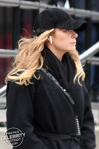 LeAnn Rimes Almost Unrecognizable Using Wireless Headphones In Canada