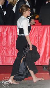 EXC: Julia Roberts Goes Barefoot Ditching Her Heels!