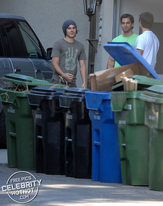 EXCLUSIVE: Zac Efron Helps Friends Move And Fashions Beanie Plus Low Riding Jeans