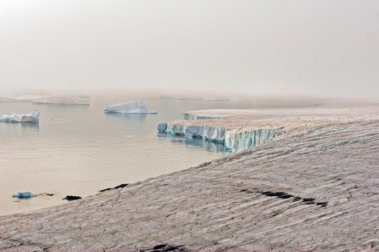 "Ice-shelf near Brown Bluff, Antarctic Peninsula © Claudio F. Vidal, FS Expeditions -  <a href=""http://www.fsexpeditions.com"">http://www.fsexpeditions.com</a>"