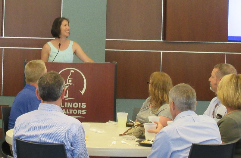 Illinois First Lady Diana Rauner thanked supporters at an informal luncheon at Illinois REALTORS® headquarters.