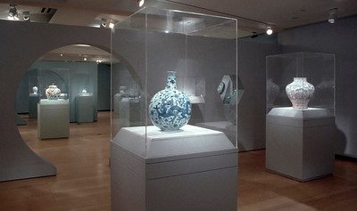 Imperial Elegance: Chinese Ceramics from the Mr. and Mrs. John D. Rockefeller 3rd Collection; Asia Society Museum