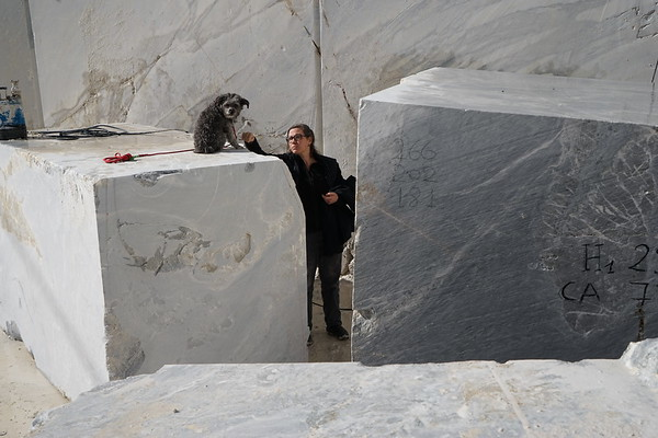Karen LaMonte choosing stone for Cumulus cloud sculpture in marble.