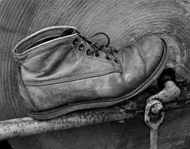 9823-the shoe and stone wheel-B&W