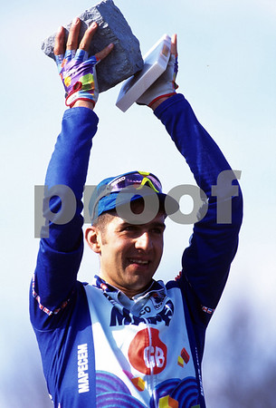 Franco Ballerini celebrates winning the 1995 Paris-Roubaix