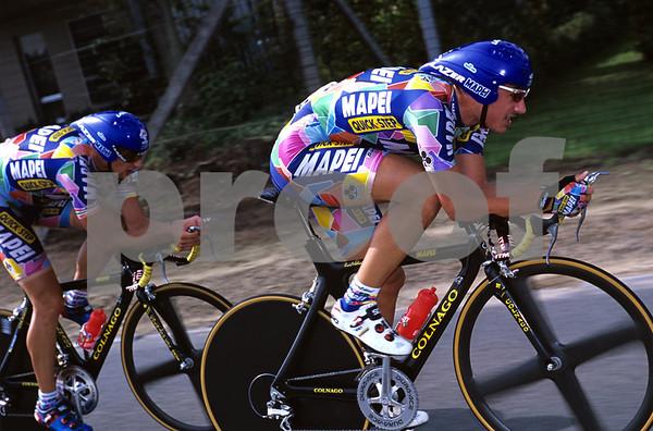 Fabian Cancellara and Lazslo Bodrogi in the 2002 G.P.Eddy Merckx