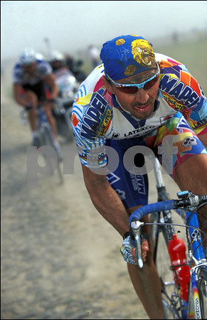 Johan Museeuw makes his winning attack in the 2000 Paris-Roubaix