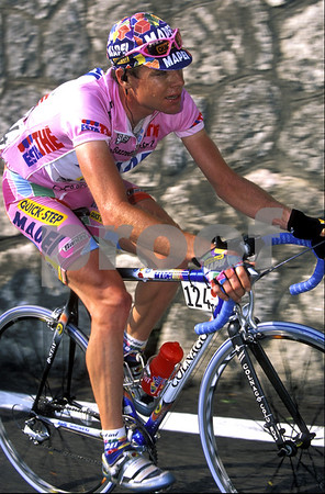 Cadel Evans wearing the Maglia Rosa on Stage 17 of the 2002 Giri d'Italia