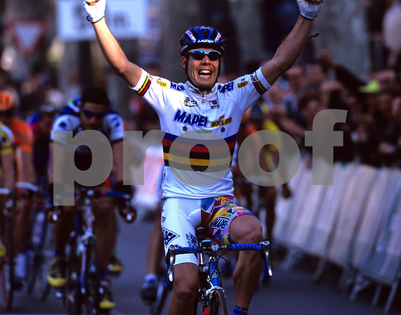 Oscar Freire wins a stage of the Vuelta Valenciana in 2000