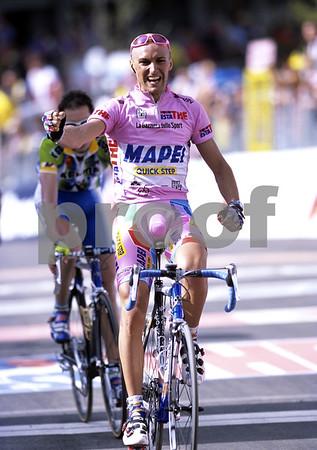 Stefano Garzelli wins a stage of the 2002 Giro d'Italia