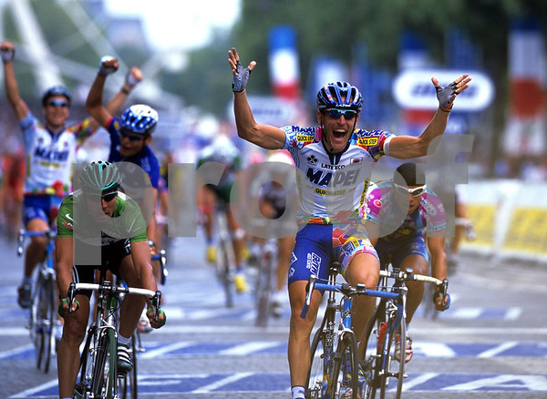 Stefano Zanini wins the final stage of the 1999 Tour de France