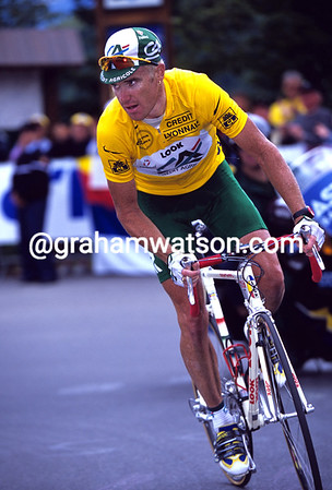 STUART O'GRADY CLIMBS ALP D'HUEZ IN THE 2001 TOUR DE FRANCE