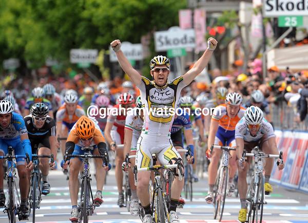 MATTHEW GOSS WINS STAGE NINE OF THE 2010 GIRO D'ITALIA