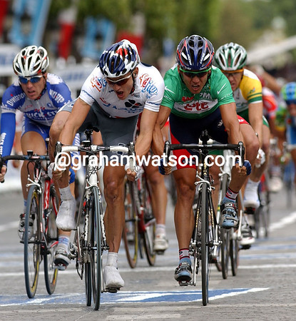 BADEN COOKE AND ROBBIE MCEWEN CLASH IN THE SPRINT ON STAGE 20 OF THE 2003 TOUR DE FRANCE
