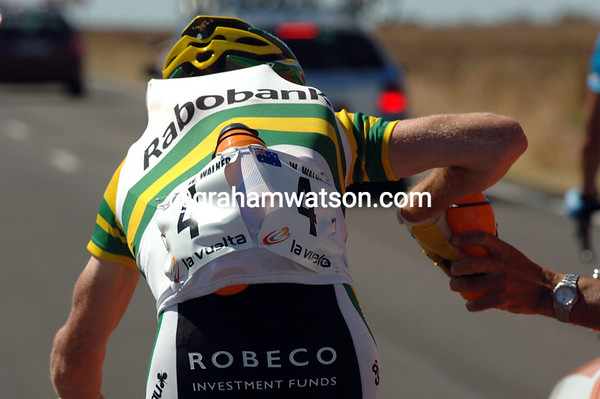 WILLIAM WALKER COLLECTS WATER FROM HIS TEAM CAR ON STAGE THREE  OF THE 2008 VUELTA A ESPANA