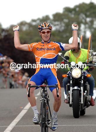 WILL WALKER WINS THE 2006 OPEN AUSTRALIAN ROAD CHAMPIONSHIPS