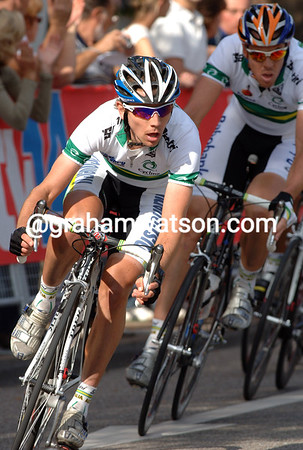 TRENT LOWE CHASES AT THE ELITE MENS ROAD RACE AT THE 2007 WORLD CYCLING CHAMPIONSHIPS