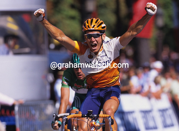 ROBBIE MC EWEN WINS A STAGE OF THE 1995 TOUR DE FRANCE