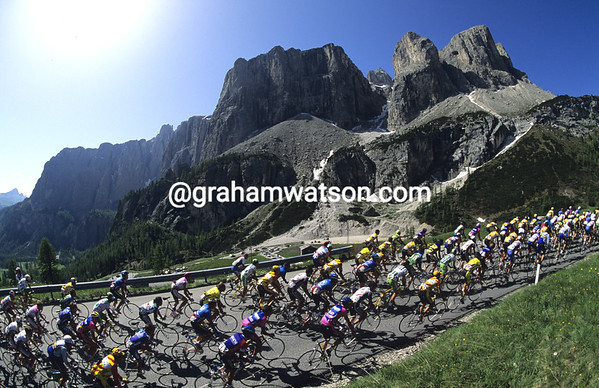 The 1991 Giro d'Italia climbs the Gardena Pass...