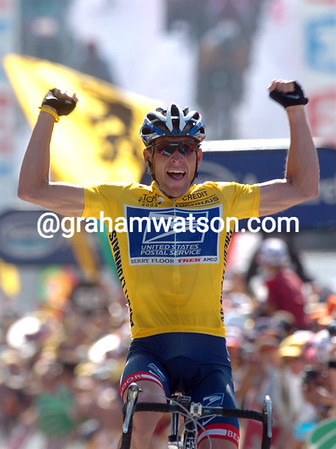 Lance Armstrong wins a stage of the 2004 Tour de France