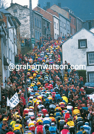 THE PELOTON CLIMBS THE COTE DE SAINT-ROCHE IN THE 1997 LIEGE-BASTOGNE-LIEGE