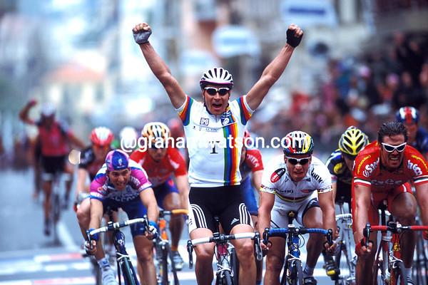 Erik Zabel wins the 2001 Milan San Remo