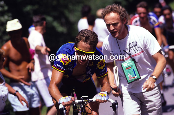 The Professor - journalist John Wilcockson encourages Greg Lemond on the Mont Saléve in 1992.