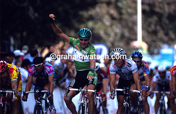 Green Jersey Goliath - Erik Zabel beats Robbie McEwen in a stage of the 2000 Tour at Troyes