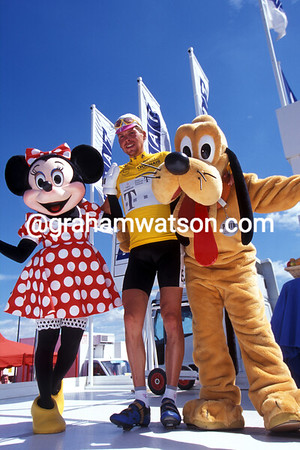 Hollywood Stars - Jan Ullrich meets Minnie and Pluto at Eurodisney in 1997