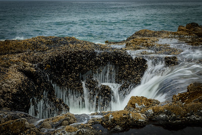 Thor's Well between waves