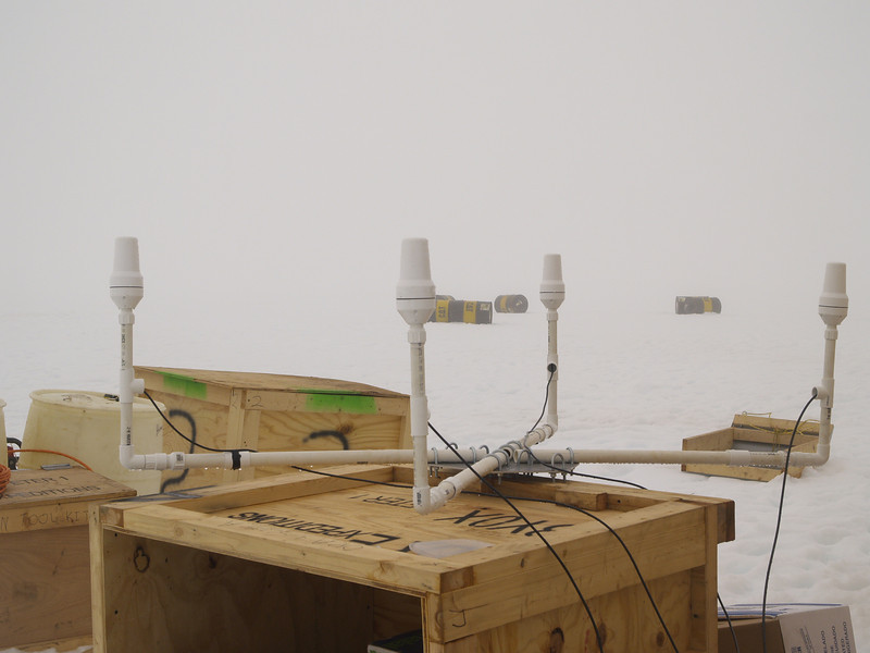 Iridium antenna array