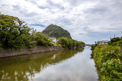 View on the river running to the sea in Katsuyama 勝山.On the left is Daikokusan 大黒山. HDR from 3 shots at 0 / +2 / -2, handheld.