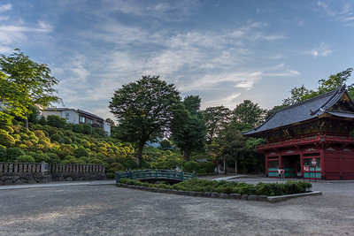 Late Sunday afternoon in the Nezu shrine, Bunkyo-ku, Tokyo. 3 photos taken handheld with EOS6 EF 17-40. Fused into an HDR picture using LR6.